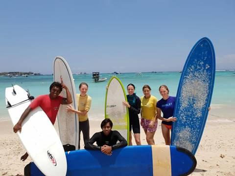 Monkey Surfing School